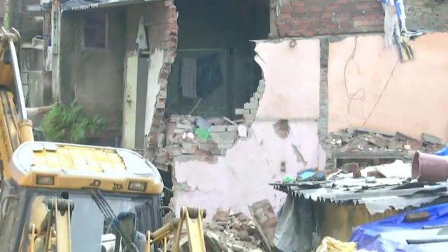 मुम्बईमा भत्किएको घर