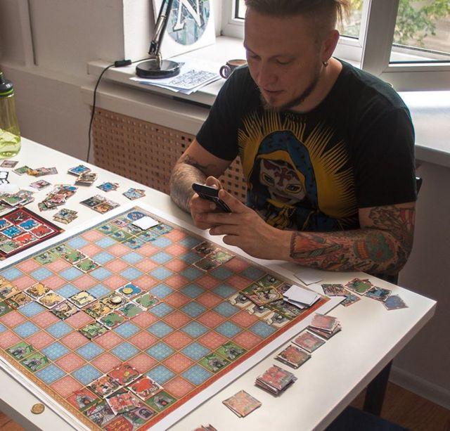 Один из авторов идеи игры - Михаил - и его тестовая версия
