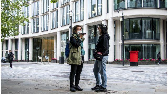 徐媽媽和女兒阿穎在倫敦街頭