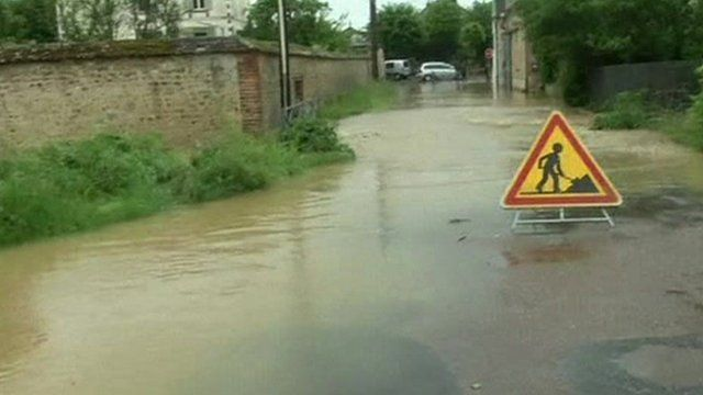 Flooding and road signs
