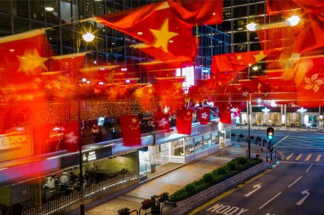 Waddooyinka ayaa la sudhay calamada Shiinaha iyo Hong Kong