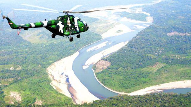 Helicóptero patrulla el VRAEM peruano