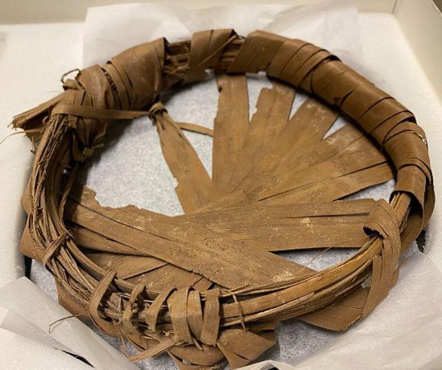 Artefacto de 2.100 años de antigüedad de hojas de palma dátil