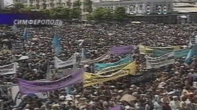 Kırım'da 18 Mayıs 2000'de, Tatarların düzenlediği protesto gösterisi