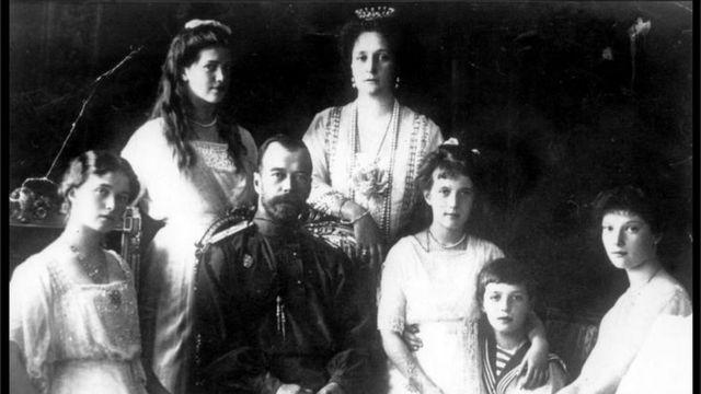 El zar Nicolás II con su familia