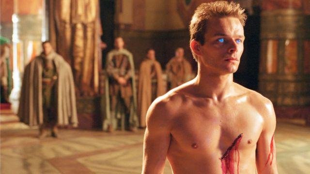 El actor Alec Newman interpretando a Paul Atreides en una miniserie de Dune en el año 2000