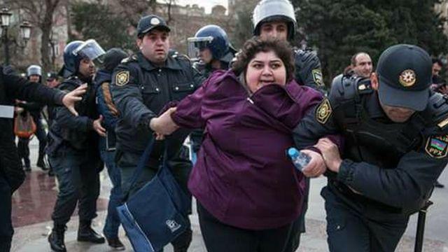 Полиция задерживает Хадиджу Измайлову