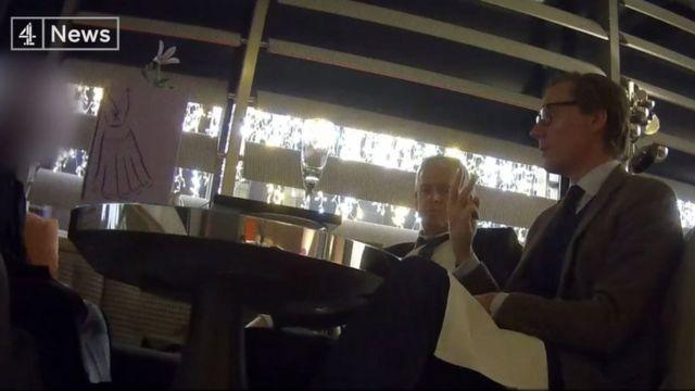 """""""劍橋分析""""公司首席執行官尼克斯被第4頻道電視台的臥底記者拍攝"""