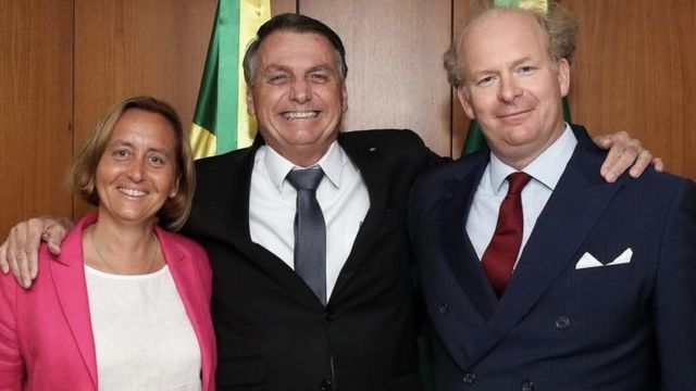 Beatrix von Storch, Bolsonaro ao centro e o marido dela posam para foto