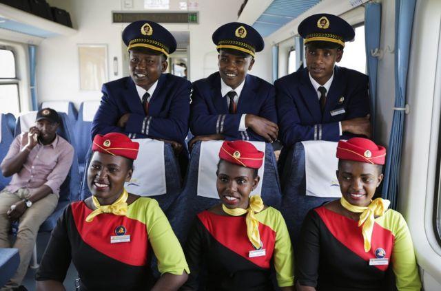 建設初期,不少司機及工程師都是中國人,但現時肯尼亞人正接受訓練,未來接手營運。
