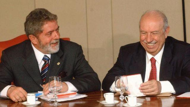 O presidente Luiz Inácio Lula da Silva e o vice José Alencar participam de reunião com ministros em 26/5/2003