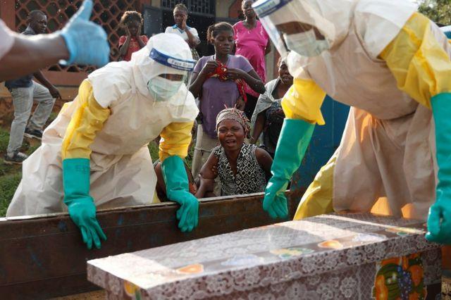 Konqo Demokratik Respublikası - Ebola virusundan öldüyü güman edilən uşağın anası.