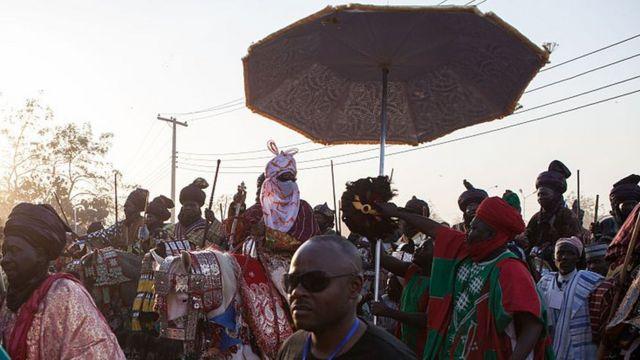 El emir Muhammad Sanusi a caballo en Kano, el estado del norte de Nigeria.