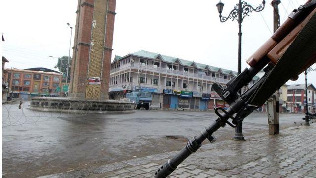 श्रीनगर में कर्फ्यू