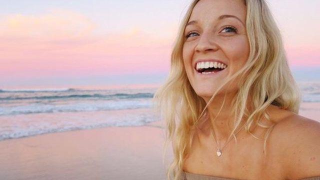 Emma Carey na praia