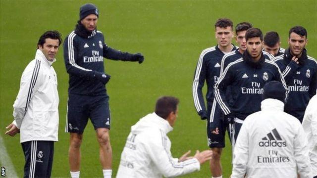 Santiago Solari (ibumoso) ku wa kabiri yayoboye bwa mbere imyitozo y'ikipe ya Real Madrid