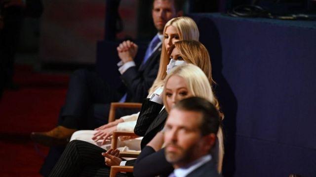 Семья Трампа наблюдает за первыми президентскими дебатами в Кливленде, штат Огайо, 29 сентября 2020 г.