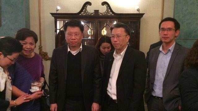 นพ.ธีระเกียรติ เจริญเศรษฐศิลป์ (คนที่ 3 จากซ้ายมือ)