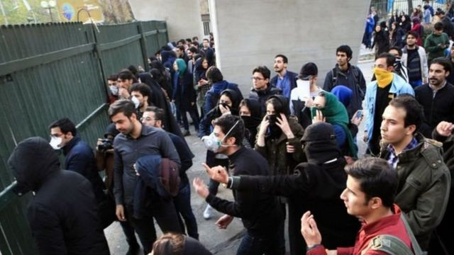 بدون تردید اعتراضات سال گذشته در شهرهای مختلف ایران و اینکه تشدید تحریمها میتواند حکومت را متزلزل کند در تصمیمگیری کاخ سفید نقش داشته است