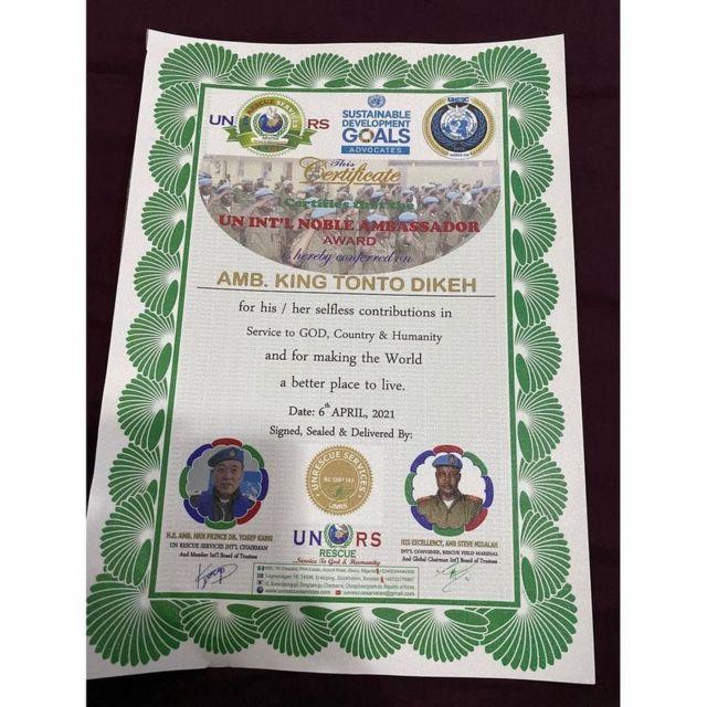 INSTAGRAM/ TONTO DIKE's fake award