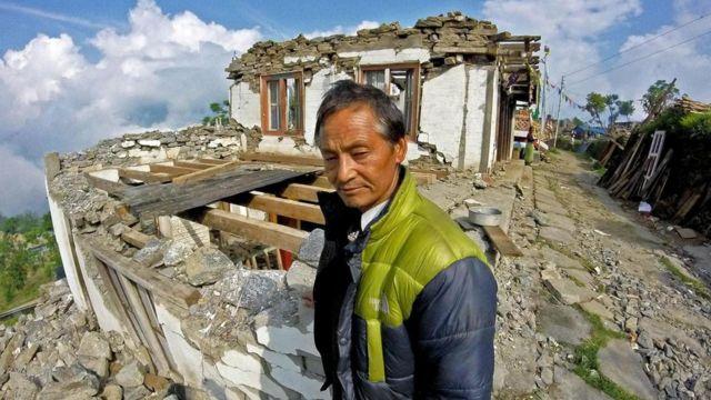 منزل ميلا لاما بعد انهياره