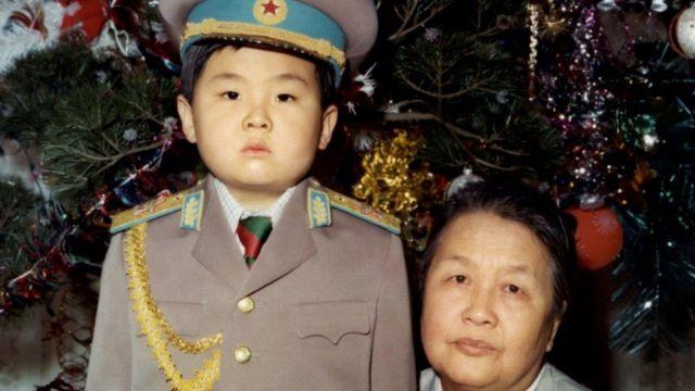 Cậu bé Kim Jong-nam từng được cha cho mặc quân phục nguyên soái