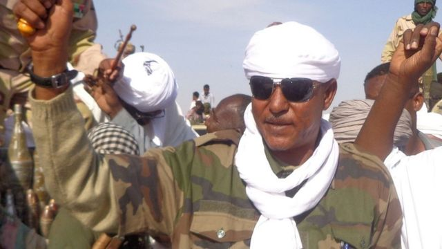 Musa Hilal saluda a sus seguidores a su llegada a Nyala, capital del estado Darfur del Sur. 7 de diciembre de 2013