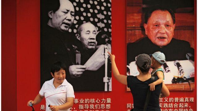 毛泽东和邓小平宣传板