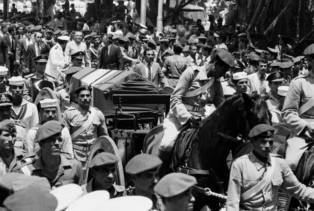 تشییع جنازه محمدرضا شاه در قاهره
