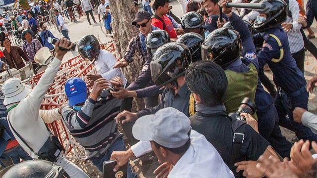 В 2013-2014 годах Камбоджу накрыла волна антиправительственных протестов
