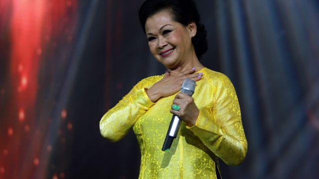 Với Khánh Ly, hát phải coi như một tôn giáo của riêng mình.