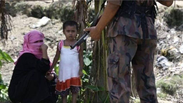 هرب أكثر من 400 ألف من الروهينجا من ميانمار إلى بنغلادش هرباً من أعمال العنف ضدهم.
