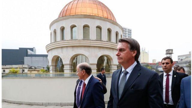 Bolsonaro ao lado de Edir Macedo durante visita ao Templo de Salomão em SP