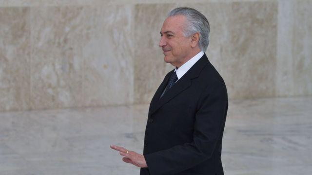 O presidente interino Michel Temer recebe, em cerimônia no Palácio do Planalto, credenciais de seis embaixadores (25/5/2016)