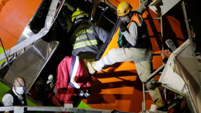 Rescue work on the collapsed subway in Mexico City