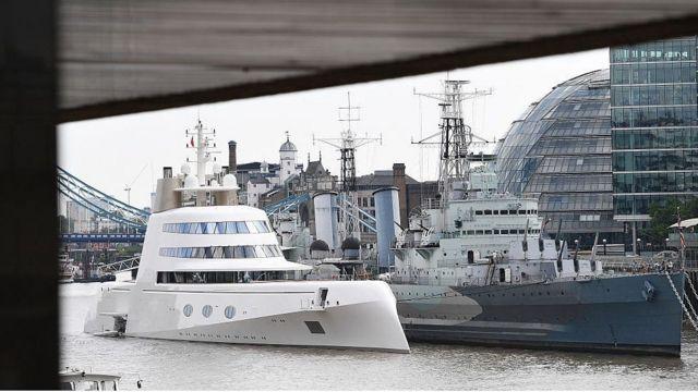 伦敦泰晤士河上看到的一艘超级游艇