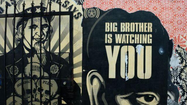 Alegoría de Big Brother, el personaje distópico y malvado de la novela 1984 de George Orwell.