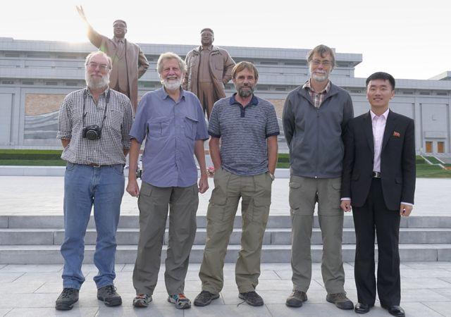 Expertos de la organización Pukorokoro Miranda Naturalists en Pyongyang, Corea del Norte