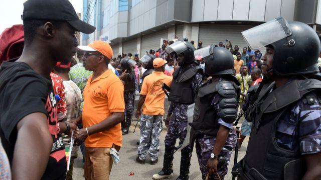 La conférence des évêques se dit également préoccupée par les violences exercées par les forces de l'ordre et de sécurité sur les populations dans certaines localités du Togo lors des manifestations des 6 et 7 septembre derniers.