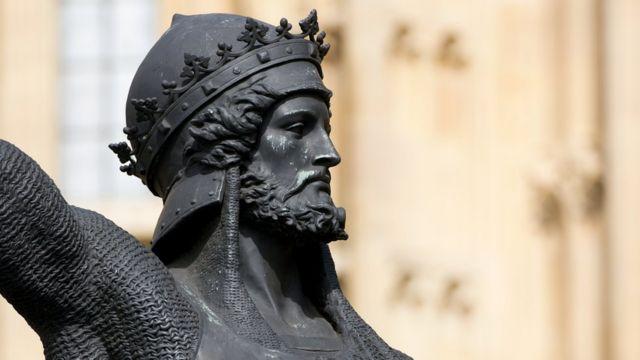 Статуя Ричарда Львиное Сердце у британского парламента.