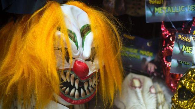 Маска клоуна к Хэллоуины в магазине в штате Мэриленд в США
