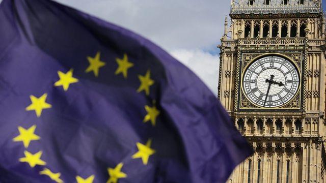 ساعة بيغ بين وعلم الاتحاد الاوروبي