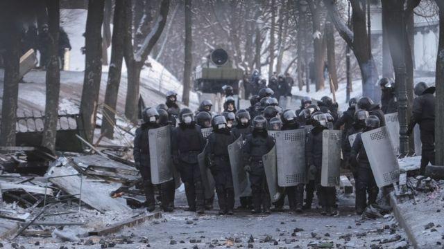 Сотрудники правоохранительных органов в Мариинском парке