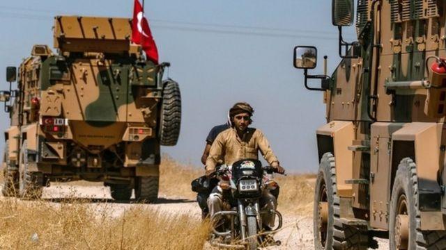 Турция сосредоточила тысячи солдат на границе с Сирией