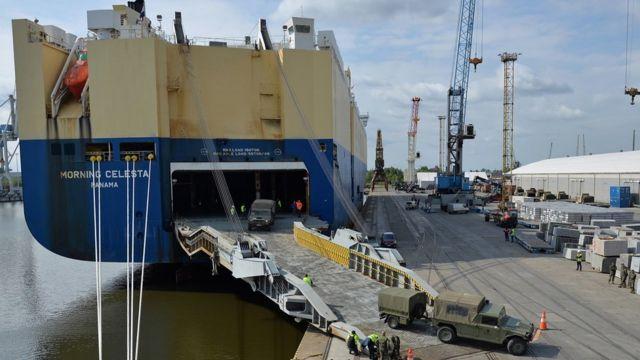 Десантный корабль НАТО в польском порту Щецин