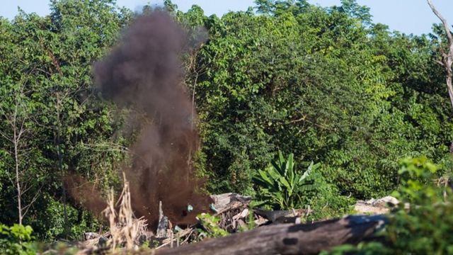 Ordnance demolition in southern Laos (December 2014)