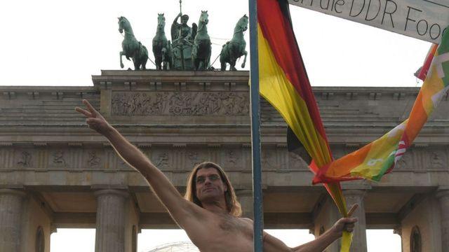 Aujourd'hui, l'histoire de la nudité publique en Allemagne a favorisé une plus grande ouverture d'esprit à l'égard de la positivité corporelle