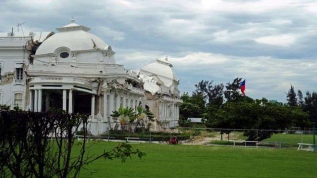 2010 में आए भूकंप में हेती का राष्ट्र्पति भवन ध्वस्त हो गया था