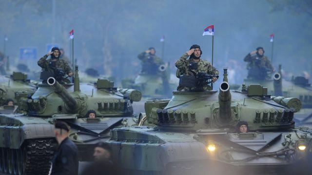Srpski vojnici u tenkovima na vojnoj paradi u Beogradu 2014. godine