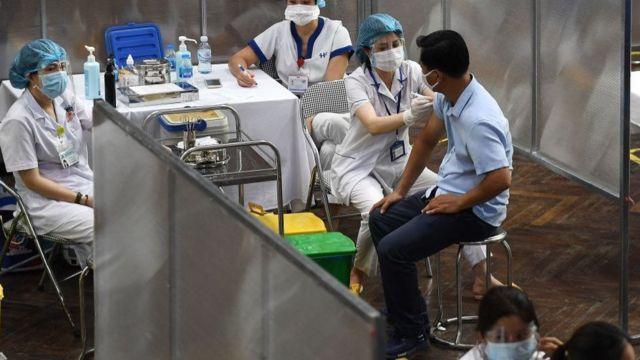 Đến nay Việt Nam đã tiêm được 11,4 triệu liều vaccine, trong đó tiêm một mũi là hơn 10,3 triệu liều, tiêm mũi hai là hơn 1 triệu liều.